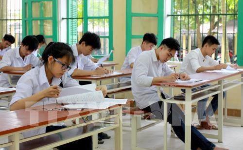 Thí sinh Hà Nội nằm cáng đến dự thi THPT quốc gia 2019